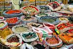 Condimente intr-o piata din Cairo