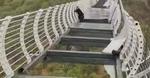 barbat pe podul avariat