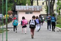 Elevi revenind la cursuri la Scoala 190 din Bucuresti