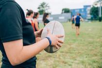 Femeile transgender vor putea juca in competitiile de rugby pentru femei din Franta