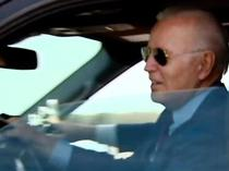 Joe Biden la volan (captura de ecran)