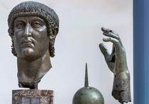 Mana statuii imparatului Constantin este din nou intreaga