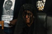 Grace Mugabe a fost amendata cu 5 vaci si o capra de o capetenie din Zimbabwe