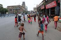 "In India apar ""orfanii Covid"""