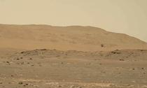 elicopterul Ingenuity zburand pe Marte