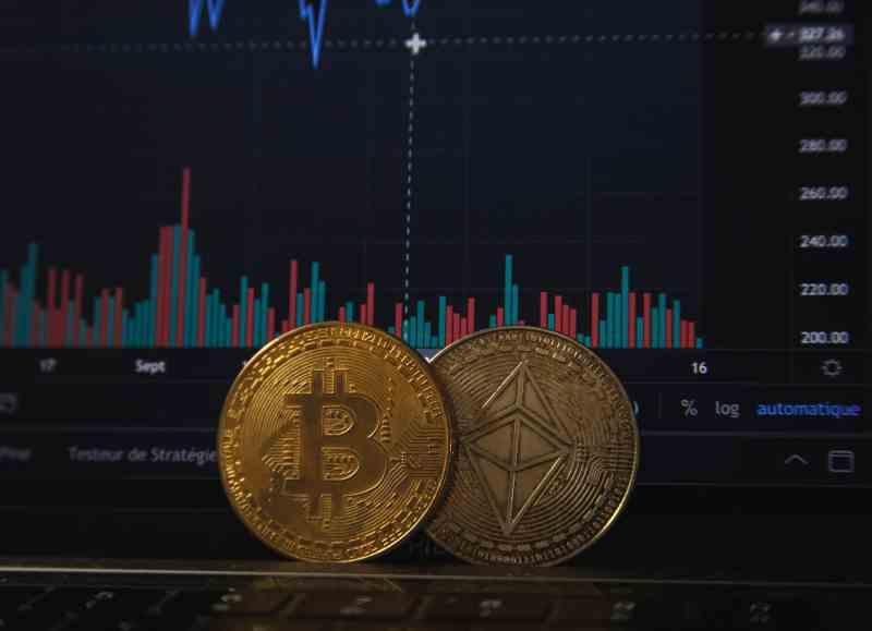 Bitcoin scade din nou, după ce China a făcut apel la combaterea minării şi a tranzacţiilor