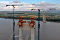 Podul de la Braila - gata de intinderea cablurilor