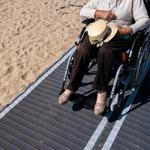 Cale de acces pe plaja in scaun rulant
