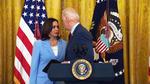 Momentul in care Kamala Harris ii aminteste lui Biden sa vorbeasca despre tragedia din Florida