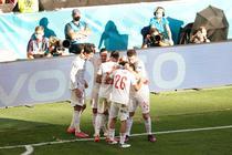 Jucatorii Spaniei si bucuria golului