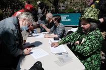 Rezidentii din Washington primesc un joint cu marijuana in schimbul vaccinarii anti-Covid
