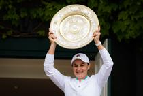 Ashleigh Barty, cu trofeul de la Wimbledon