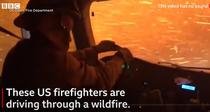 masina de pompieri in mijlocul incendiilor de vegetatie din SUA