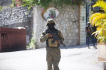 Soldat in fata resedintei presedintelui haitian Jovenel Moise