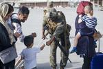 soldat si copil afgani