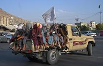 Talibanii patruleaza prin Kabul