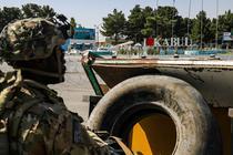 Soldat american pe aeroportul din Kabul