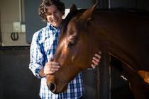 Un barbat si calul sau