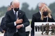 Joe Biden la ceremonia de repatriere a soldatilor morti pe aeroportul din Kabul (captura de ecran, The New York Post)