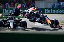 Hamilton si Verstappen, accident la Monza