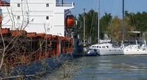 Nava maritima a lovit trei catamarane stationate la mal