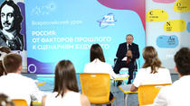 Vladimir Putin vorbindu-le elevilor