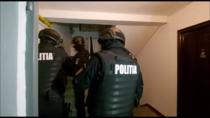 Percheziții făcute de polițiști