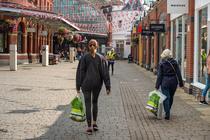 Speriati de o posibila penurie, britanicii fac stocuri de alimente