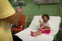 Vaccinare anti-Covid a unui copil in Cuba