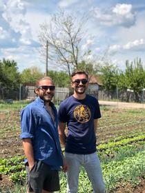 Antreprenorii Mihai si Gabriel Corbu fondatorii afacerii legumicole Grădina Corbilor